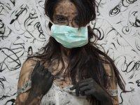 imagem representando uma mulher sendo prisioneira em seu próprio corpo