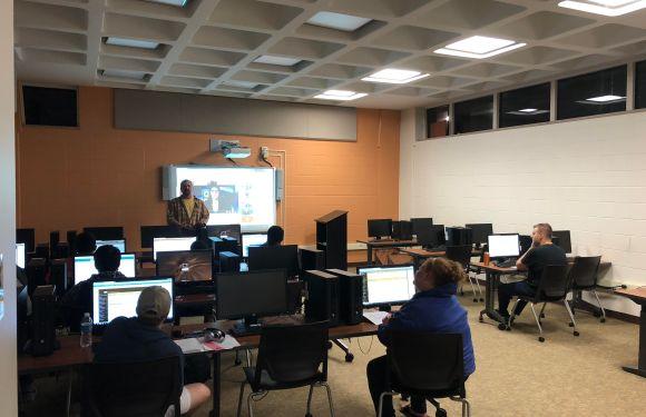 New Communication students hear from alumni, upperclassmen