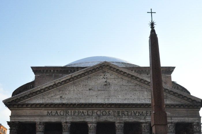 Roof of the Pantheon with snow in Rome, by QuodLibet bed and breakfast