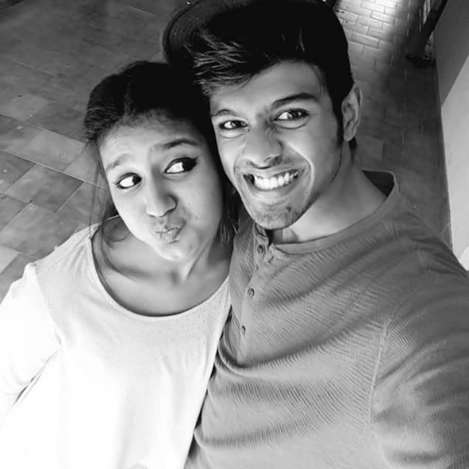 Priya Prakash Boyfriend (BF), Friends and Family 12