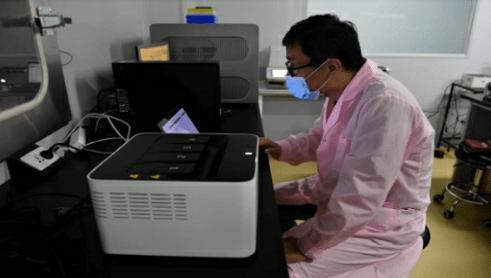 Científicos chinos crean la máquina más rápida del mundo para pruebas PCR