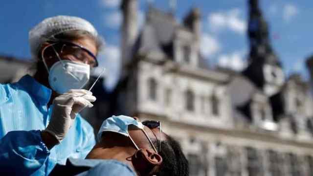 Nuevo pico de contagios semanales con la COVID-19 en el mundo