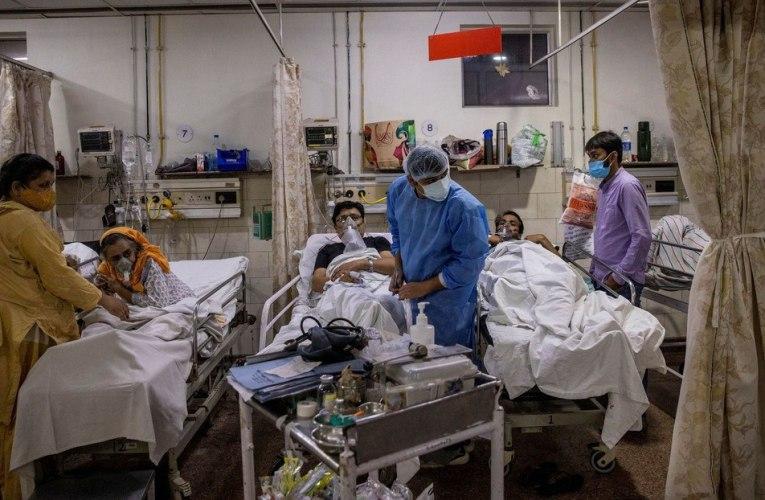 Alrededor de 3000 médicos renuncian en India por prohibición de su protesta en medio de crisis de la COVID-19