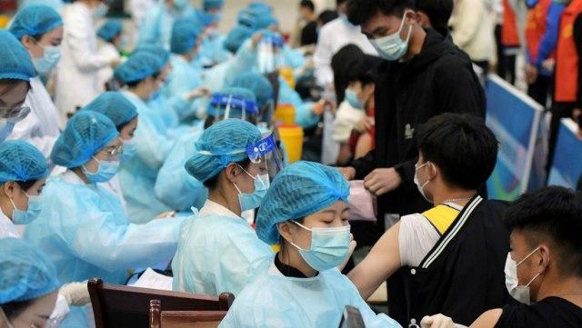 China: primer país en aplicar 1.000 millones de dosis de vacunas contra la COVID-19