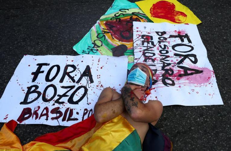 Miles de personas toman calles contra Bolsonaro