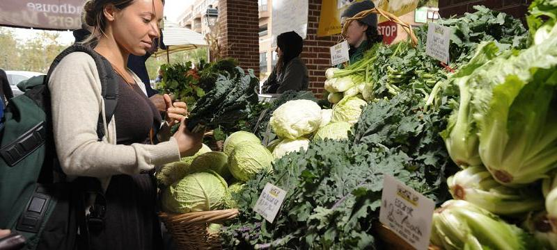 Image of Woman Shopping at Headhouse Farmers Market