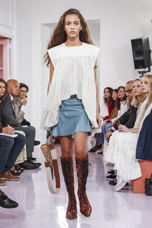Chloé Spring 2018 Paris Fashion Week Show