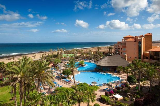 נוף של הבריכה ב-Elba Sara Beach & Golf Resort או בסביבה