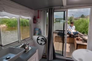 Self-catering boat on the Loire at Jargeau