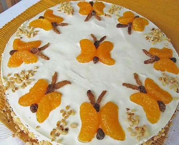 Как украсить торт мандаринами и изюмом