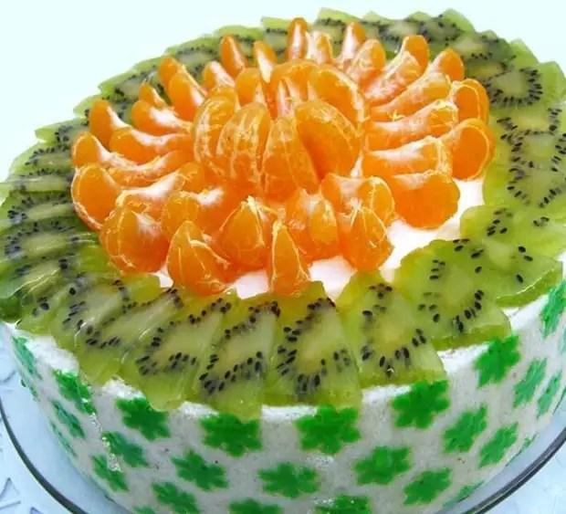 Как украсить торт мандаринами и киви