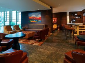 she4041rf-209450-O2-Lounge---Lobby-Bar-cr