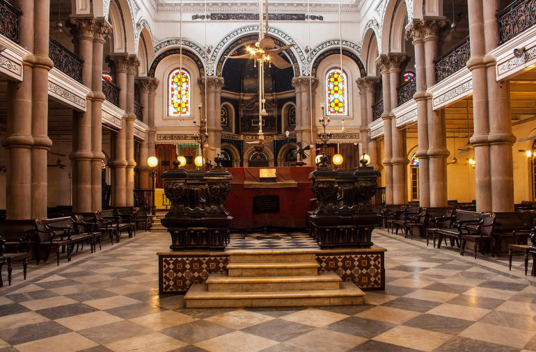 Interiors_in_wider_view_of_Magen_David_Synagogue,_Kolkata