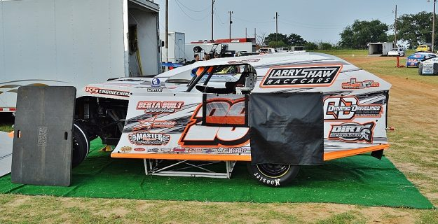 Dean Abbey wins Modified race Saturday at Memorial Showdown at 281