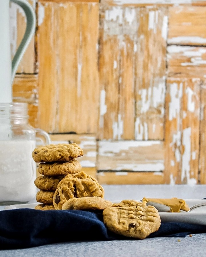 Peanut butter and cinnamon cookies with a glass of almond milk