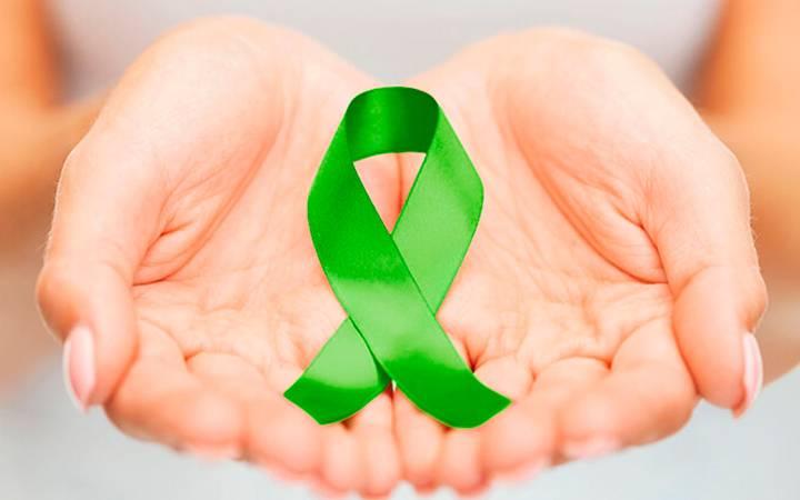 fita simbolizando a doação e transplante de córnea