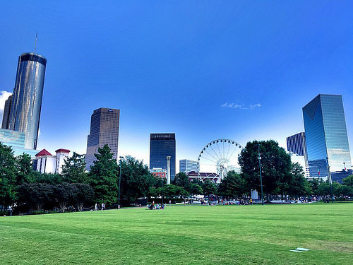 Centennial Olympic Park in Atlanta, Georgia. Image via Flickr by Hector Sanchez