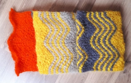 Kid mohair from la Droguerie in Tunisian crochet: almost no curling