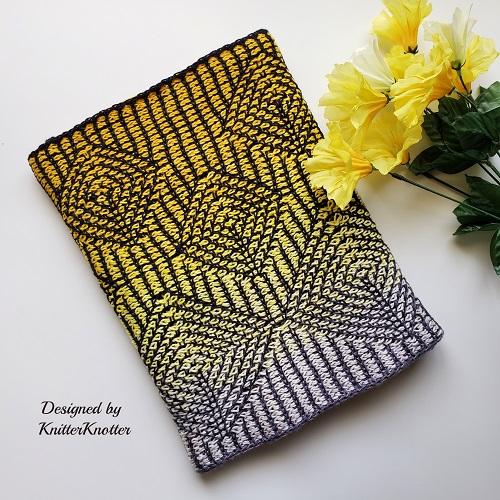 Vajra infinity scarf au crochet tunisien, design KnitterKnotter
