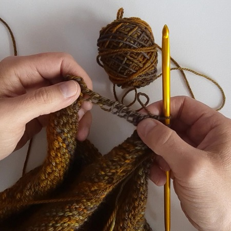 Slip knot cast on after a return pass in Tunisian crochet
