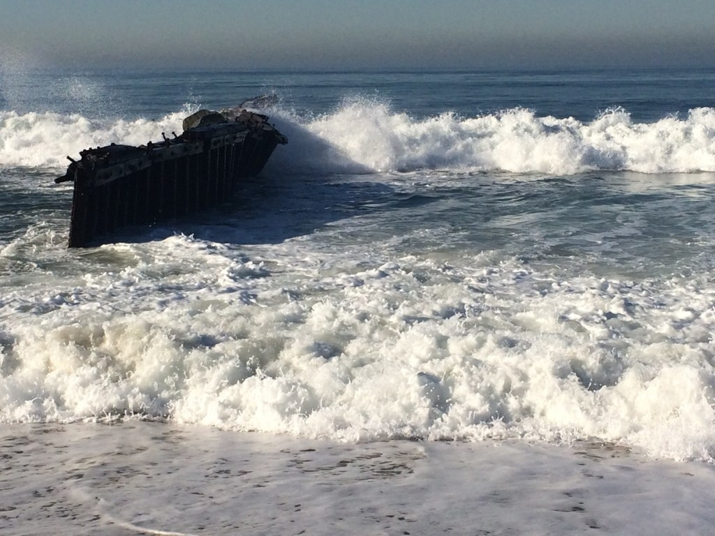 waves splashing ashore at Dockweiler State Beach. Photo by Melyssa via Trover.com