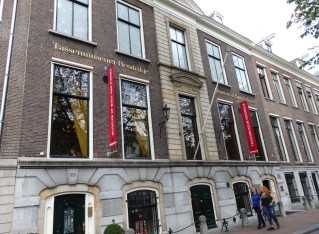 Another Amsterdam Museum: Handbags!