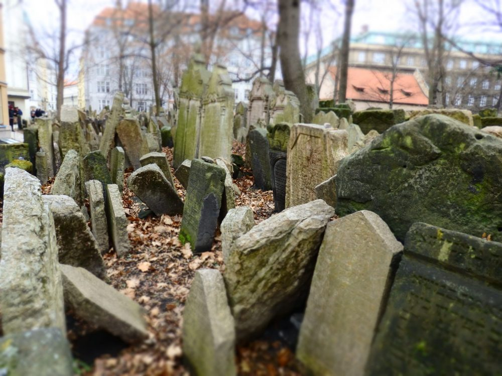 The Old Jewish Cemetery in Prague: 25 real tips for women traveling alone.