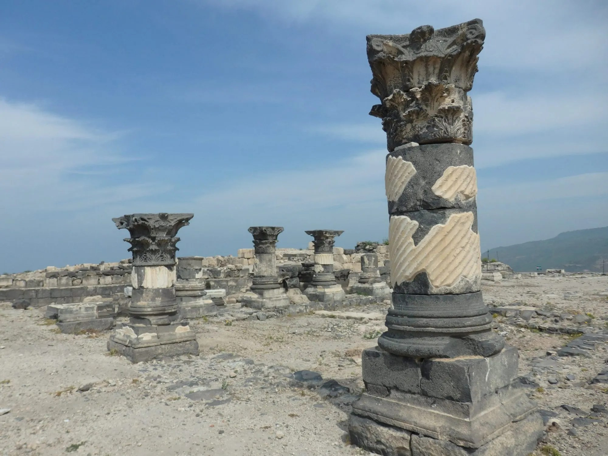 columns at Susita