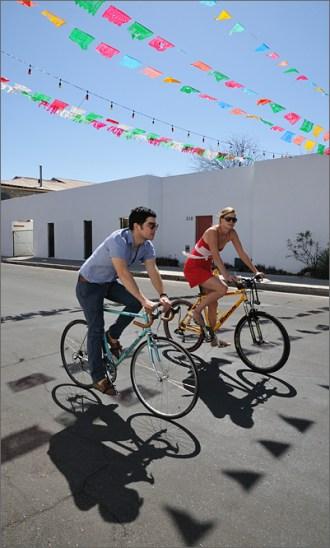 bicycle-photography-cyclovia-spring-11-barrio-viejo-couple