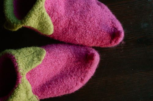 Knit some elf slippers! | Clean : : the LuSa Organics Blog