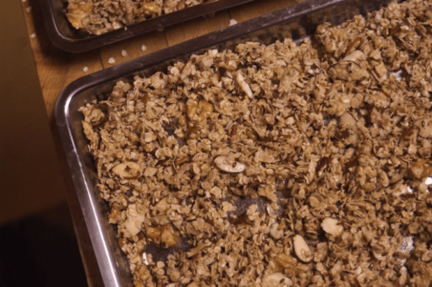 Ridiculously easy - and delicious - homemade granola recipe. | Clean
