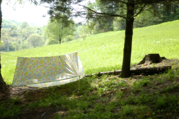 Make a simple backyard play fort | Clean. www.lusaorganics.typepad.com