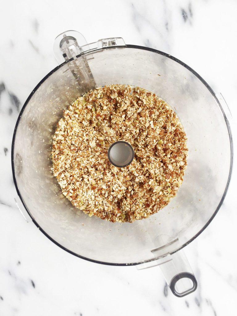 5-minute Cinnamon Rawnola by rachLmansfield