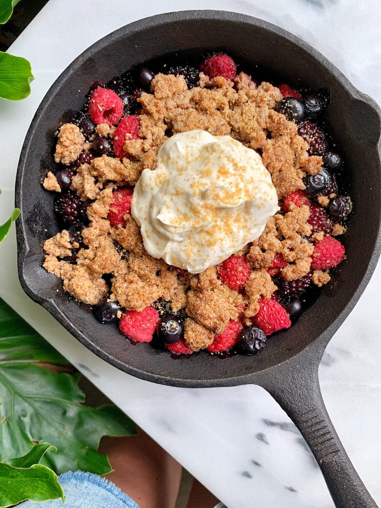 5-ingredient Healthy Berry Crumble made with all vegan, paleo and gluten-free ingredients in my air fryer!