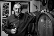 Dušan Žitný vinárči od roku 1998, obrába 3 hektáre viníc. Foto: Marcel Rebro