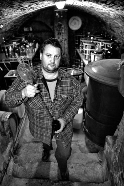 Račiansky vinár Jozef Štibrány s heverom. FOTO: Marcel Rebro
