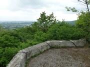 Z plošiny nad bunkrom je dokonalý výhľad na severozápadný príjazd do Bratislavy.