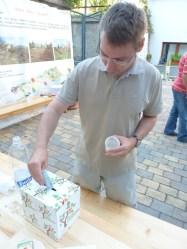 Aktivista Juraj Lauko prispel na verejnú finančnú zbierku.