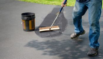 What to Know Before Sealcoating Your Driveway