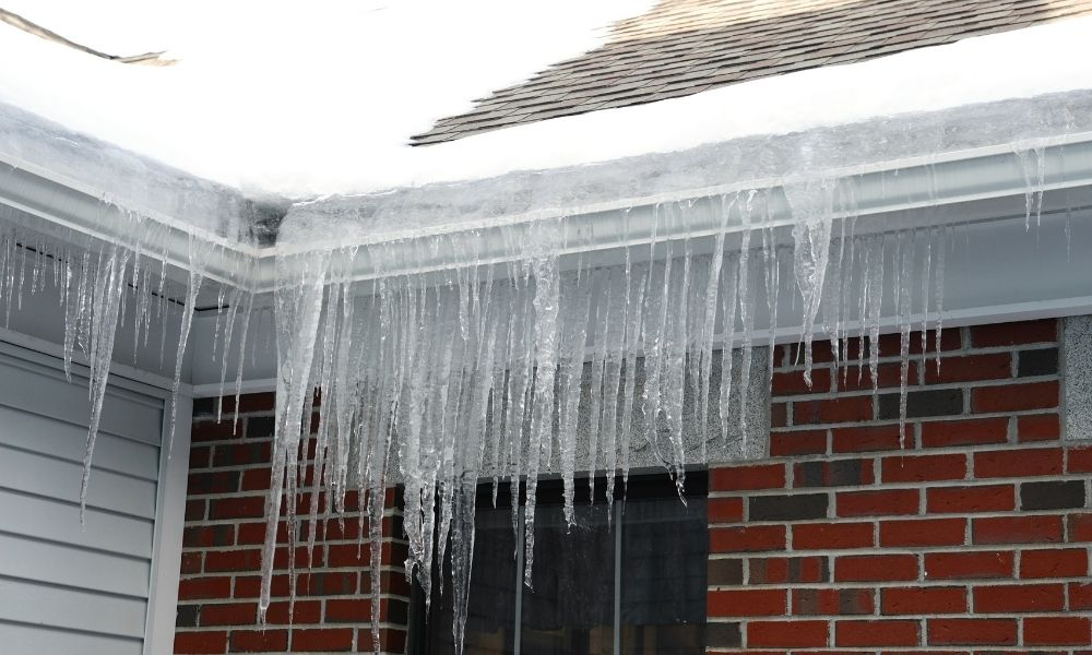 Common Causes of Roof Leaks During the Winter