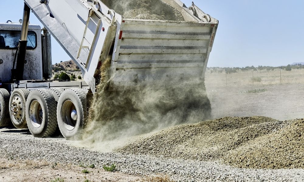 The Top Warning Signs Your Dump Truck Needs Repairs