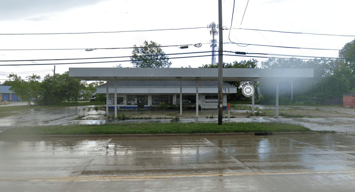 4542 Douglas Ave gas station next to Arbee's Liquor Racine County Eye
