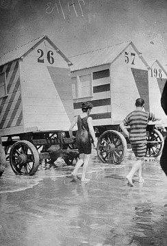 Two bathers walking.