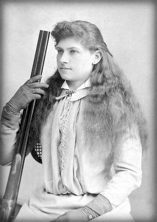 Annie Oakley, Baker's Art Gallery, 1880s.
