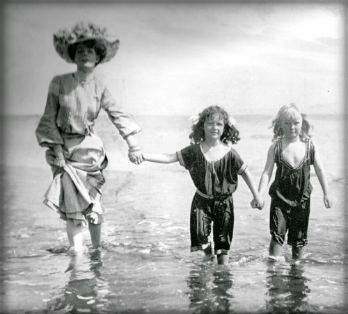 Victorian Era Swimwear. Image: Vintage Everyday.