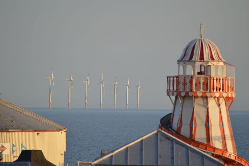 Clacton Pleasure Pier And Gunfleet Wind Farm. Image: Rwendland.