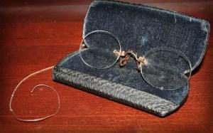 Victorian Era Eyewear Trends: pincenez. Image: Wikipedia.