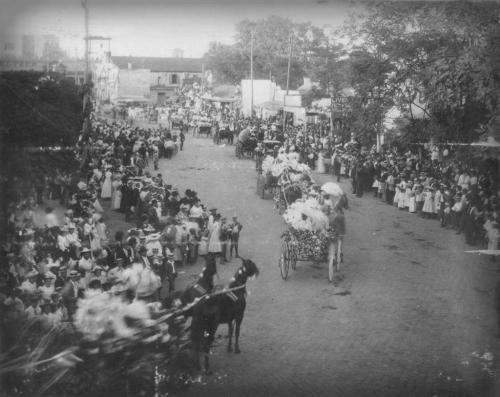 San Antonio Battle of Flowers Parade, Alamo Plaza, circa 1900s. Image: UTSA.