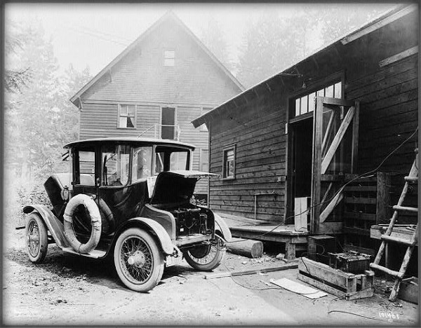 Victorian Era Electric Cars: Charging Station, 1919. Image: Library of Congress.