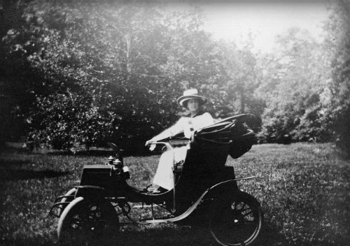 Victorian Era Electric Car, First Driven By Woman In Washington D.C., 1904. Image: Library of Congress.